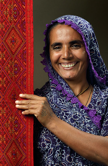 Artisan from Shrujan the creator of Threads of Gujarat